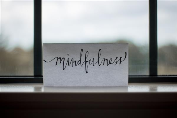 Summer Mindfulness Challenge :Here we share activities and tips for bringing mindfulness to the heart of family life – the dinner table.